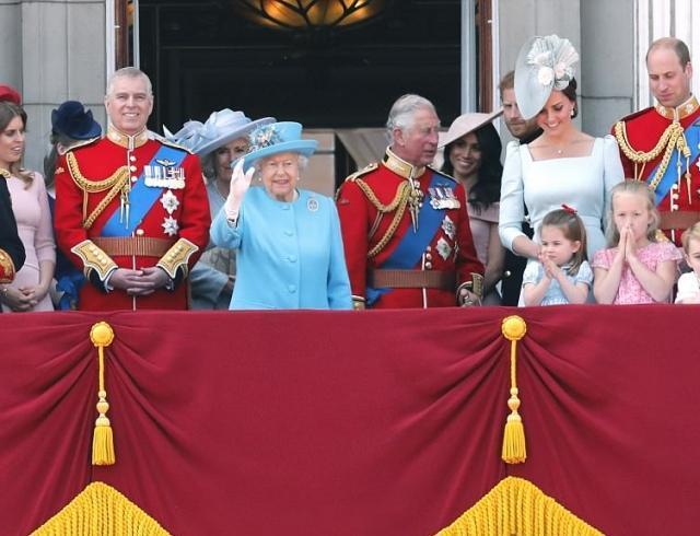 Королевская семья официально отпраздновала день рождения Елизаветы II (ФОТО)