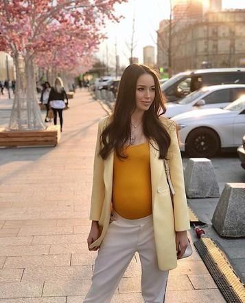 Пять образов беременной Костенко, которые легко повторить