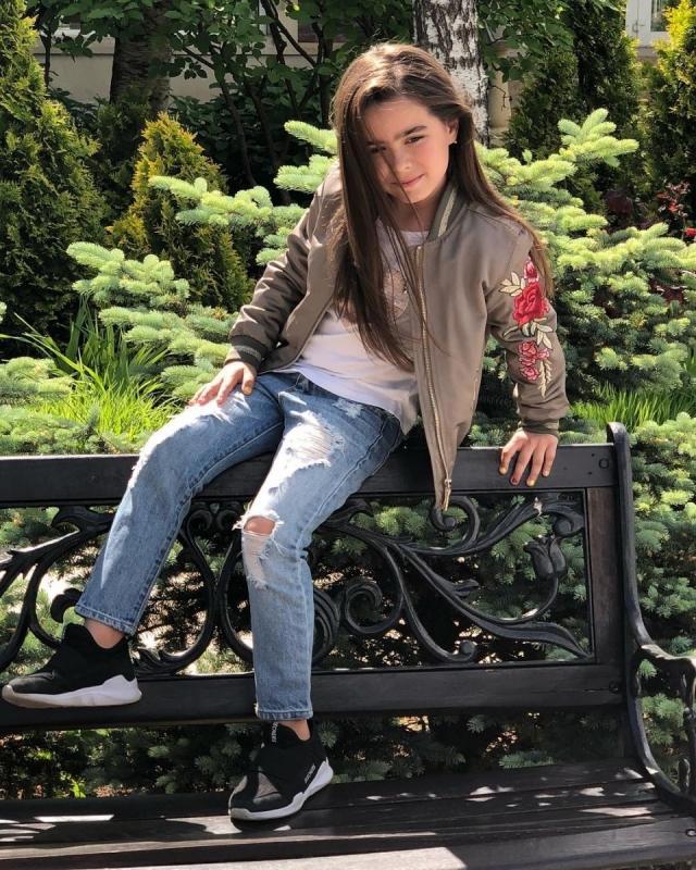 Ани Лорак впервые за долгое время показала дочь (ФОТО)
