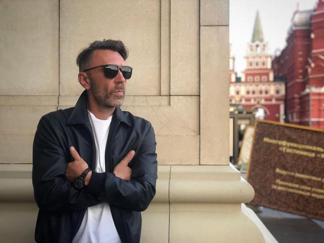Сергей Шнуров прокомментировал слухи об изменах жене