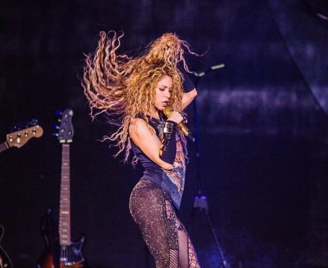 В майке с тигром и блестящих лосинах: Шакира выступила в Лондоне (ГОЛОСОВАНИЕ)