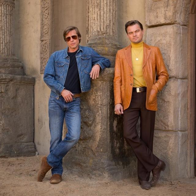 """Леонардо Ди Каприо и Брэд Питт в образах из 60-х: первое фото со съемок """"Однажды в Голливуде"""""""