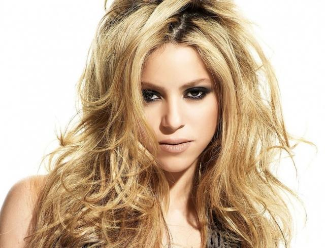 Сексуальная Шакира в клипе на песню Clandestino: премьера видео