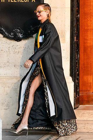 Длинные ноги и морщины: Ума Турман стала моделью на показе Miu Miu