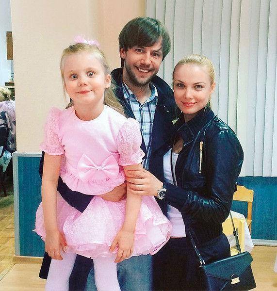 Мини-принтер: Арнтгольц сделала с дочерью одинаковые прически