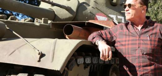 Как в фильме: Арнольд Шварценеггер на личном танке переехал лимузин