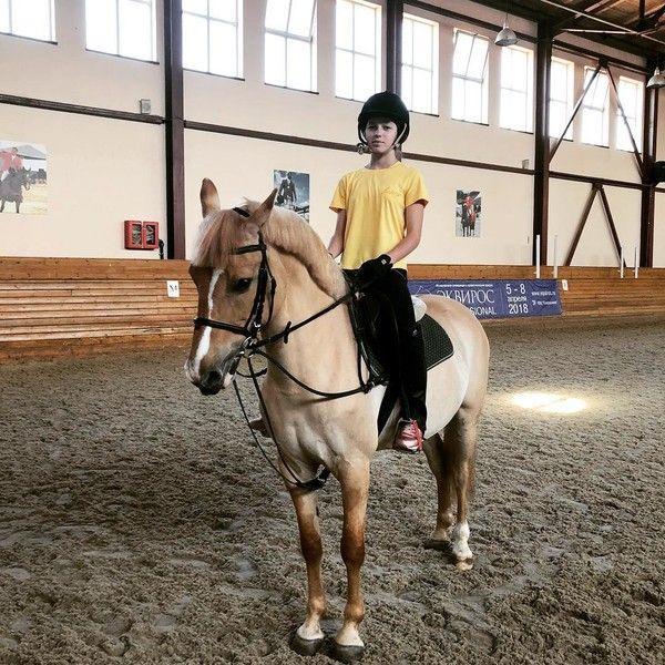 Дочь Волочковой покалечилась, катаясь на лошади