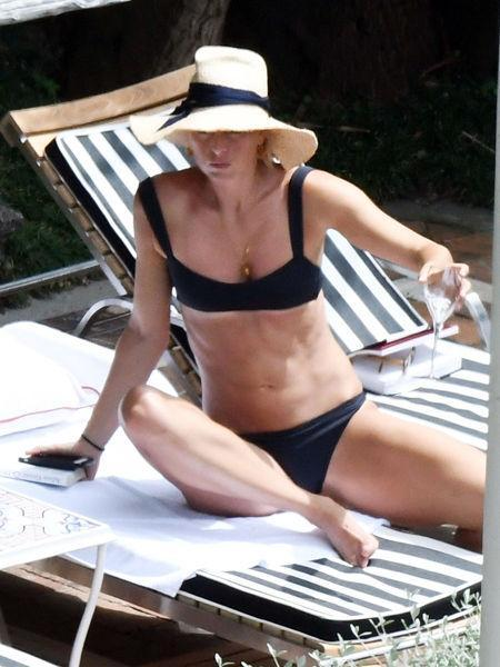 Горячо: Мария Шарапова показала идеальное тело в бикини