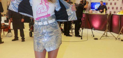 Не по возрасту: 64-летняя супермодель оделась как девочка