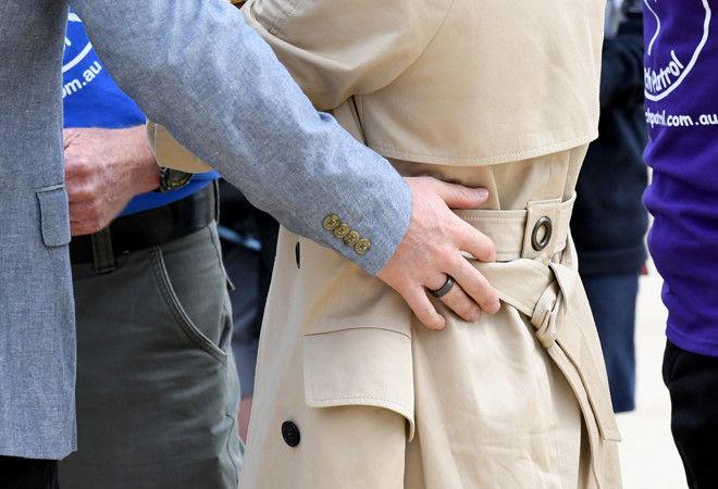 Мы узнали, зачем принц Гарри стал носить черное кольцо на пальце