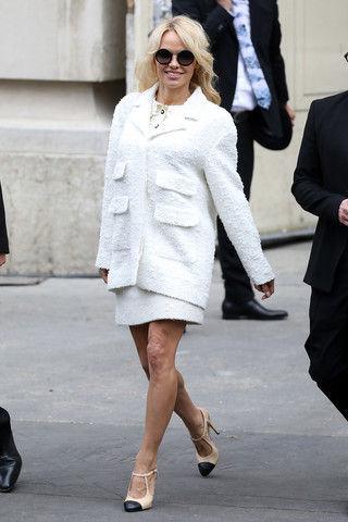 У Памелы Андерсон виден целлюлит даже на коленях