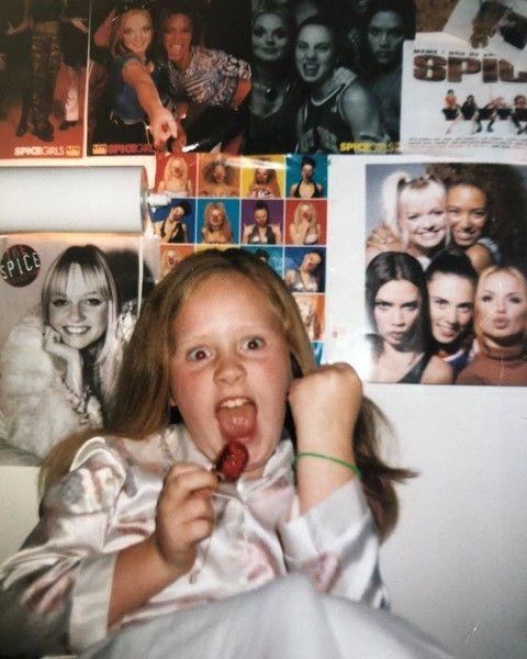 Певица Адель показала, как выглядела в детстве