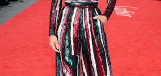 Сандра Буллок вышла в свет в платье лесной феи
