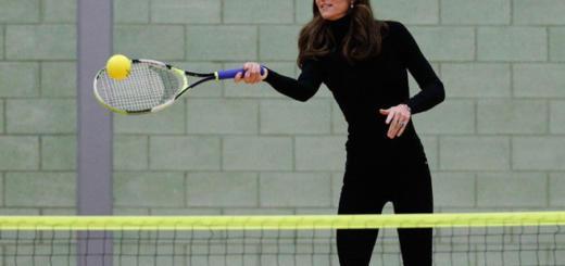 Кейт Миддлтон показала стройные ноги и осиную талию