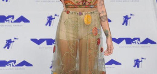Стринги до пояса: Джей Ло показала странный лук