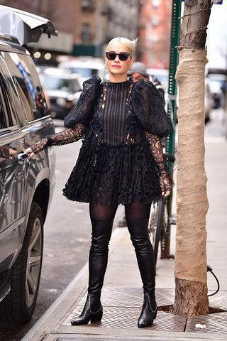 Рита Ора и еще 10 звезд в «дырявых» платьях