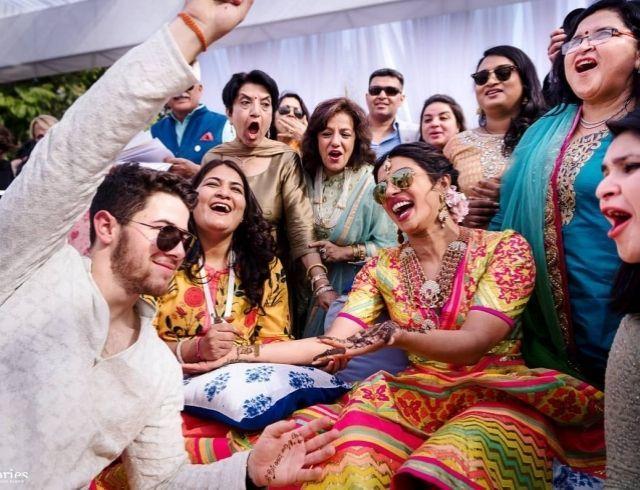 Звезда Болливуда Приянка Чопра удивила еще одним платьем со свадьбы: алое платье от Christian Dior (ФОТО)