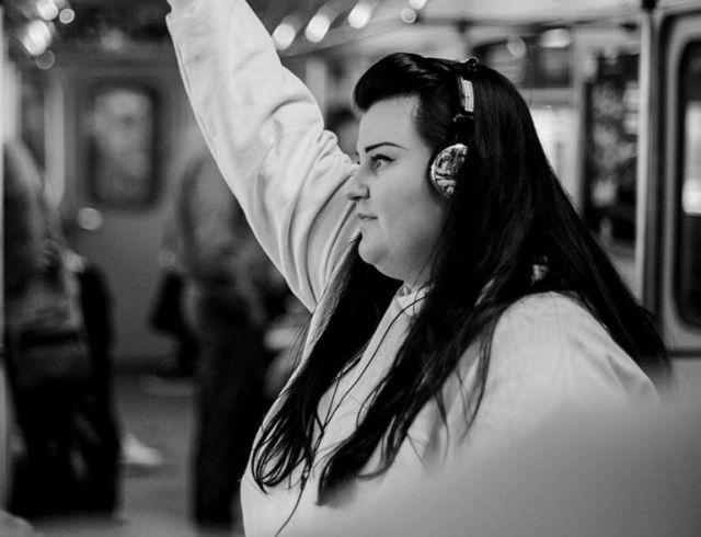 """Воспитательница alyona alyona уходит из садика в большой рэп: премьера """"Залишаю свій дім"""""""