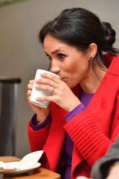 Меган Маркл не умеет пить чай по-королевски