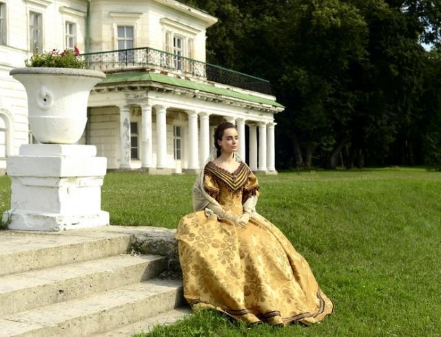 """Актриса Ксения Мишина рассказала, что ждать во втором сезоне сериала """"Крепостная"""""""