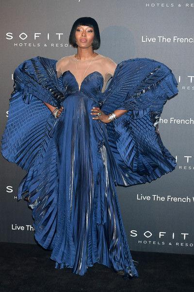 Наоми Кэпмбелл надела платье с «эффектом мокрых подмышек»