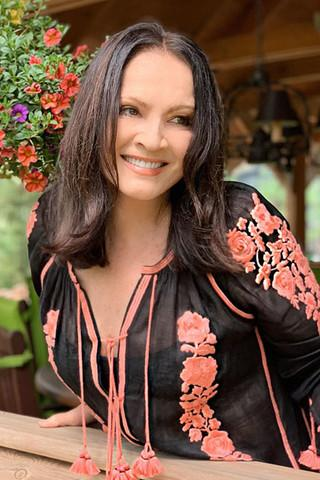 София Ротару показала идеальную фигуру в прозрачном платье