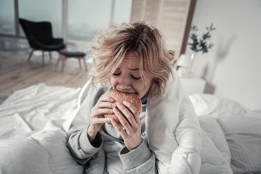 Эффект булочки: 8 продуктов, которые делают нас несчастными
