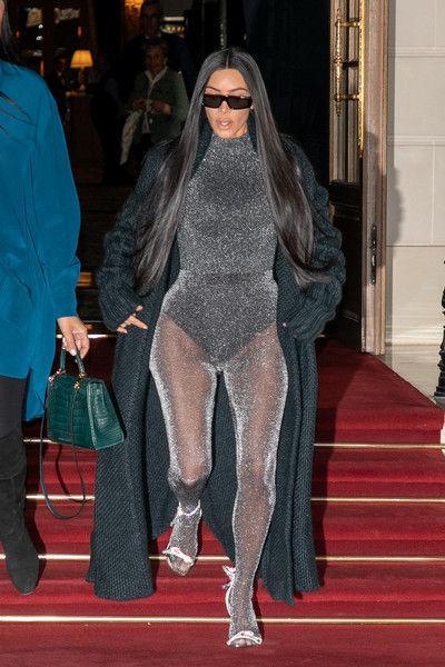 Кардашьян примерила костюм могучего рейнджера