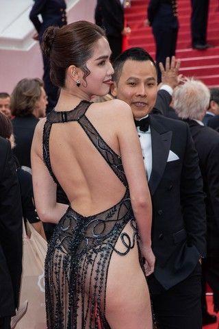 Вьетнамская модель показала самое пикантное платье Каннского фестиваля