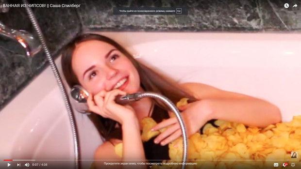 Уже не ребенок: Саша Спилберг показала роскошную фигуру в купальнике