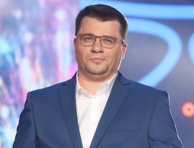 Лишь борода и усы: Гарик Харламов стал лысым (ФОТО+ГОЛОСОВАНИЕ)