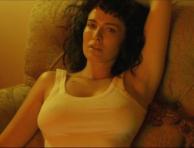 """Не скрывая сексуальность, Даша Астафьева выпустила лирик-видео на песню """"Основной инстинкт"""" (ПРЕМЬЕРА)"""