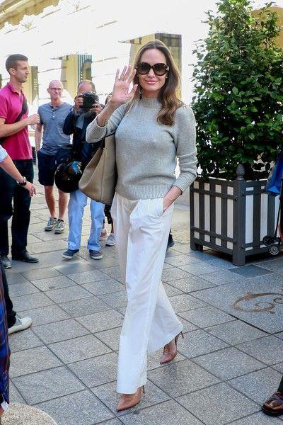 Джоли прогулялась по Парижу без белья