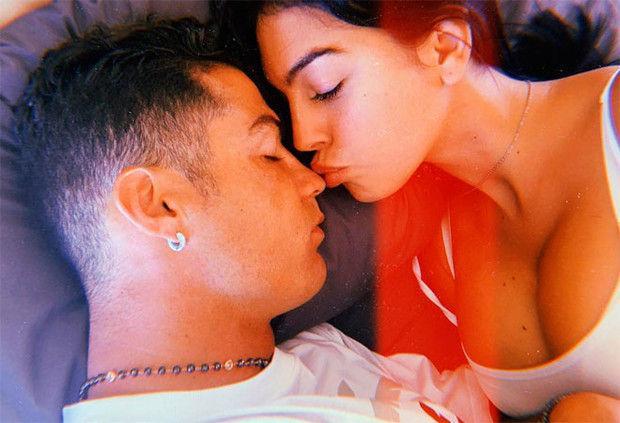 Родригес умилила подписчиков снимком спящего Роналду