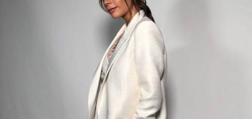 """""""Стремлюсь быть лучшей версией себя"""": Виктория Бекхэм снялась полуобнаженной для Vogue (ФОТО)"""