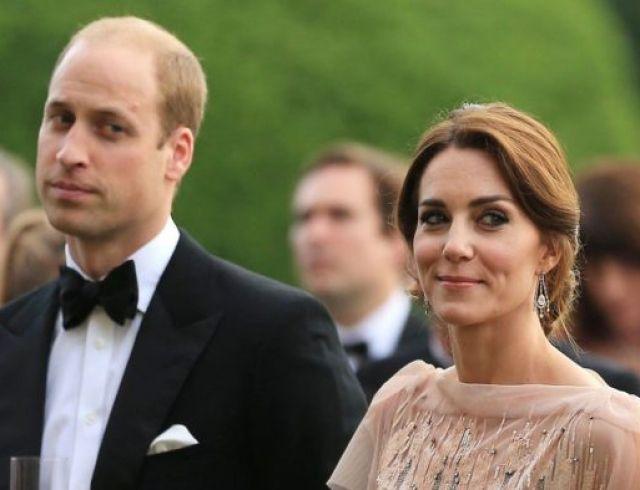В Сети критикуют семейный снимок с крещения Арчи за поведение Кейт Миддлтон и принца Уильяма (ФОТО)