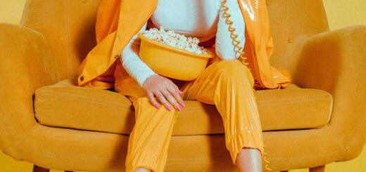В сети обсуждают ролик, в котором Клава Кока ест попкорн