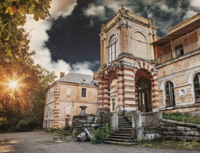 """Одиночка ищет музу"": украинские замки на сайте знакомств"