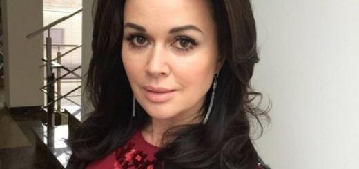 """СМИ: у звезды """"Моя прекрасная няня"""" Анастасии Заворотнюк заподозрили рак мозга"""