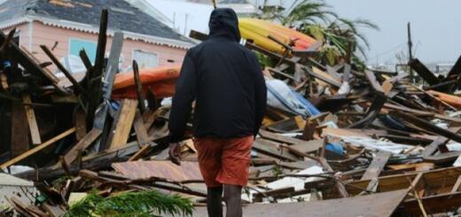 """Куда делись 15 свертков с кокаином, которые на побережье Флориды вынес ураган """"Дориан""""?"""