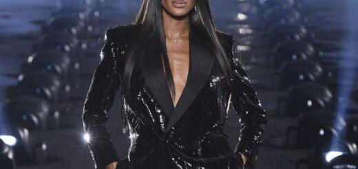 Saint Laurent на Неделе моды в Париже: Наоми Кэмпбелл стала главной звездой показа весенне-летней коллекции