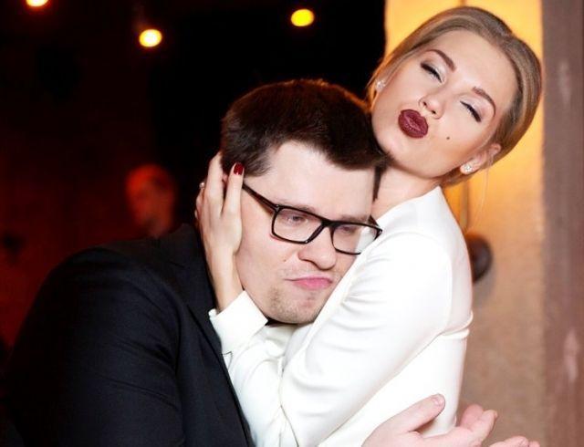 """Гарик Харламов ответил на едкие комментарии по поводу сексуальных сцен с его женой в фильме """"Текст"""""""