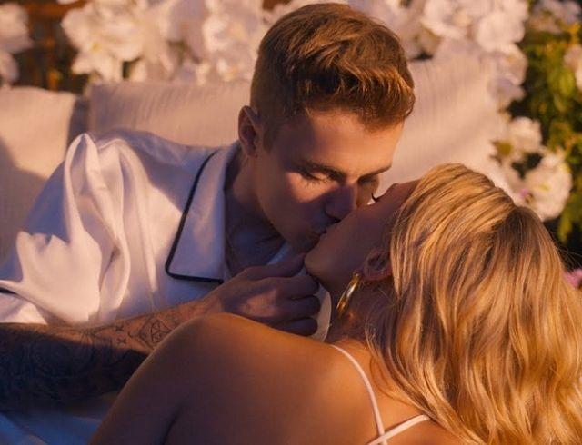 """Настоящие чувства: Хейли Болдуин и Джастин Бибер снялись в трогательном клипе """"10,000 Hours"""""""