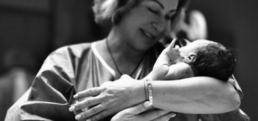 Мама Тимати сделала татуировку в честь новорожденного внука Ратмира