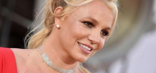 Уже неидеальна: Бритни Спирс сверкнула пышными формами в экстрамини