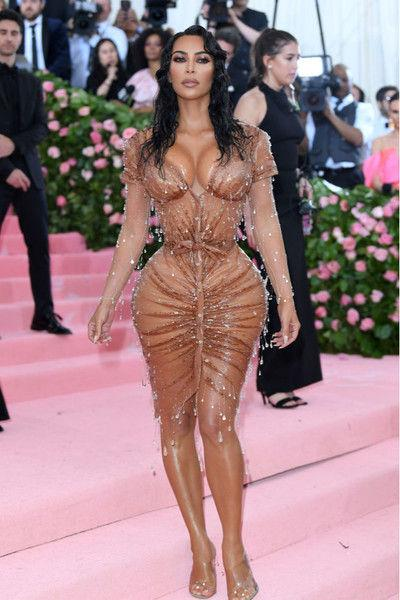 Ким Кардашьян примерила средневековый образ