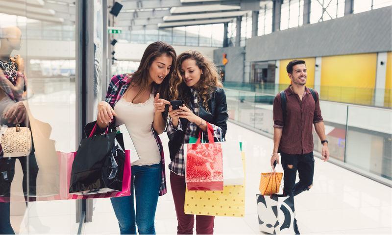 Кросс-боди и «Друзья» навек: самые популярные товары черной пятницы