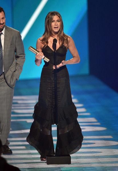Платье-клешня: Дженнифер Энистон в своем самом нелепом наряде