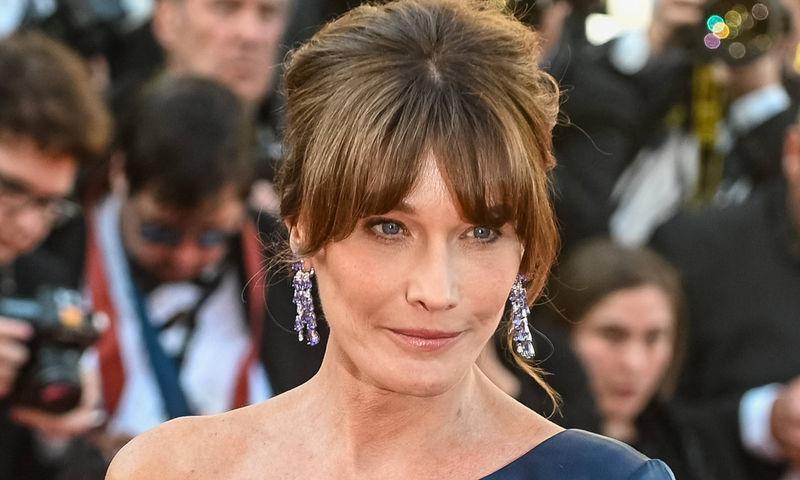 Бывшая первая леди Франции в 52 года похвасталась фигурой