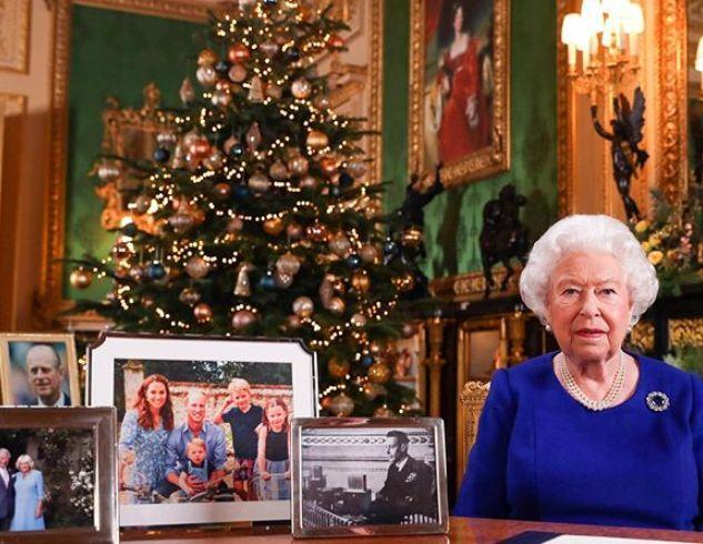 Не угодили? Королева Елизавета II убрала со стола фотографию принца Гарри и Меган Маркл